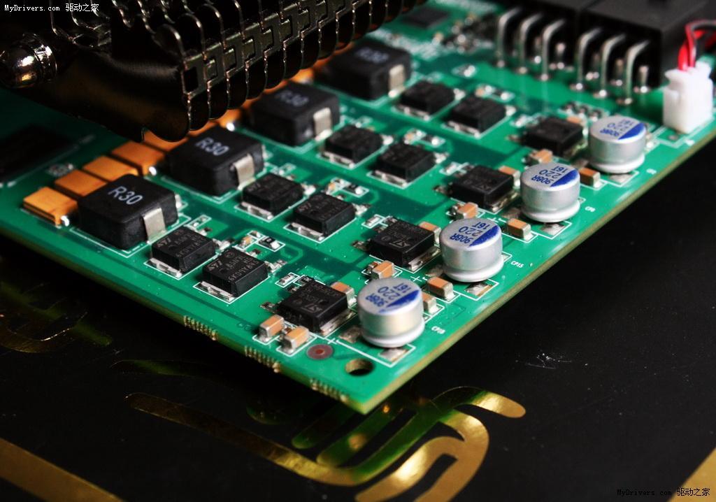 虎牌采用了全钽电容供电配置设计的GTS250泰坦已经全面到货,零售价为799元。这款显卡最大的特点就是4+1相供电设计,全钽电容供电配置设计,高频,三热管静音散热器,同样送带屏蔽消磁环的HDMI线。  虎牌泰坦版GTS250采虎牌自行研发的非公版设计,使用了代号为G92-421-B1的显示核心,采用55nm工艺制程,拥有128个Stream Processor,支持256bit显存位宽,支持PCI-Express 2.