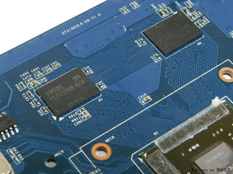 从今年10月份到2010年上半年,NVIDIA会布局新的GT 200系列中低端显卡,以超低功耗和高性价比占领市场,其中GeForce 210用以替代GeForce 9400 GT,GeForce GT 220接替GeForce 9500 GT和GeForce 9600 GSO的市场地位,中高端方面则正在筹划GeForce GT 240的发布。 受限于较低的核心频率和显存规格,GT 220虽然在功耗和散热方面表现不错,性能也胜出9500 GT不少,但比9600 GSO还是略有不足,因为公版卡只设计了4层PC