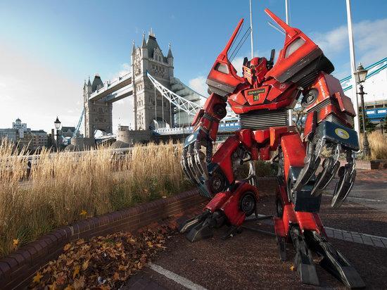 巨大变形金刚模型现身伦敦街头高清图片