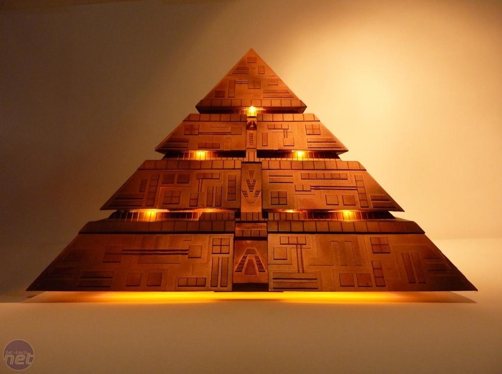 影片中金字塔变成了外星人的飞船