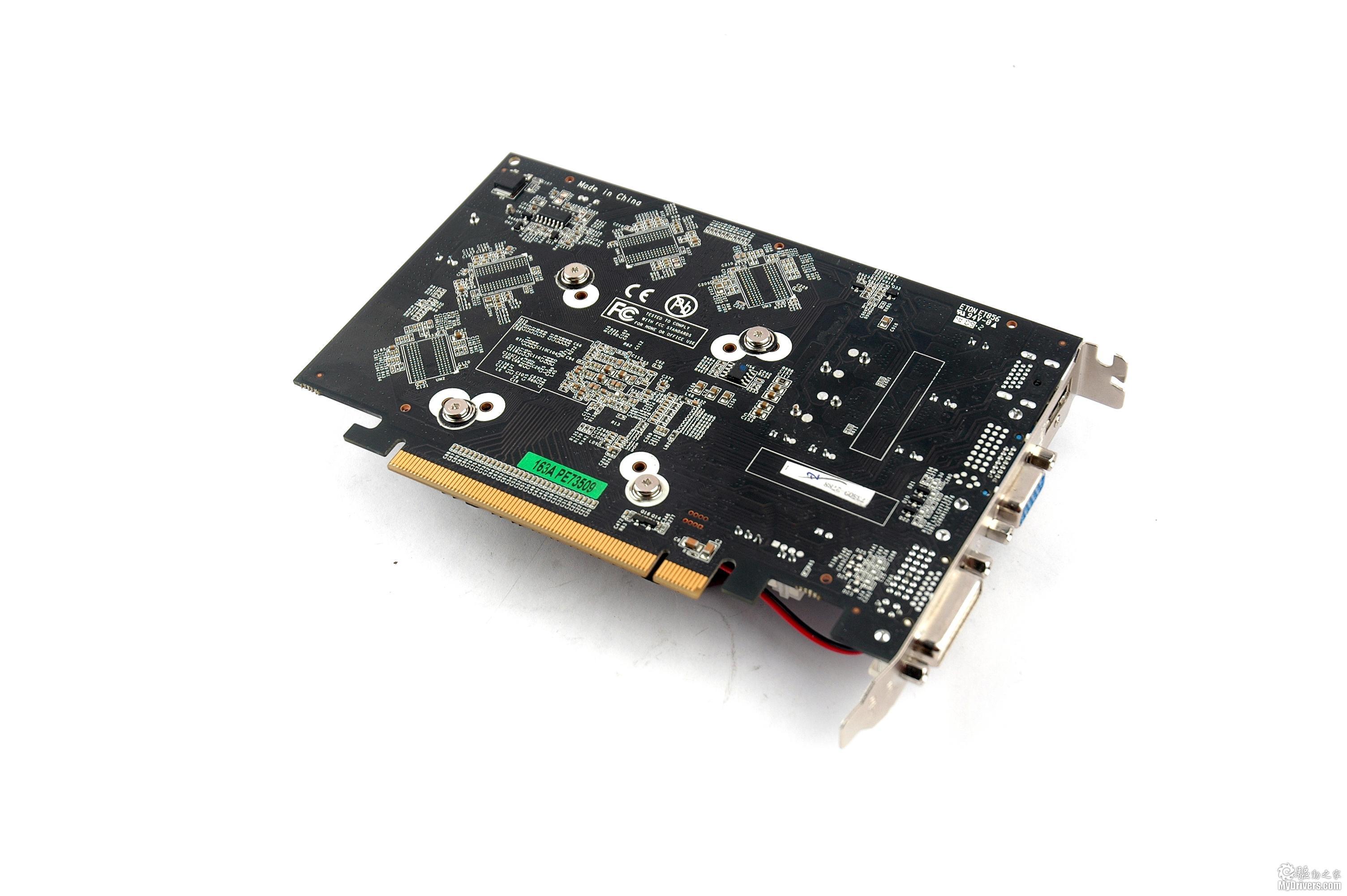 [外观赏析]  北影GT 240显卡正面  北影GT 240显卡背面 看完了包装我们再来看显卡,的确是应了前面那句话,包装好显卡的质量也差不了,最起码视觉上还是不错的。北影GT240采用同德产品中极少用到的黑色的PCB基板,具有很强的专业气息。核心方面自然是采用了40nm新工艺制造的GT215核心,核心支持DX10.