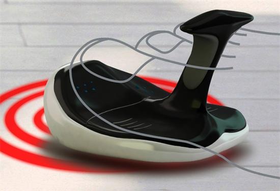 """大家平时操作电脑时都养成了使用双手的习惯,其实对于一些残障人士来说,双脚也是可以利用的,以前新闻报道中就有一些人使用双脚打字或操作鼠标。来自国外媒体的报道,近日一位设计师展出一款专为残障人士设计的""""拖鞋鼠标""""。  这位名叫刘仪的设计师以关爱残疾人士为主题,采用人体工程学设计,将鼠标设计成一个夹指拖鞋的造型,用户可以使用脚趾完成鼠标左右键点击动作,也能进行鼠标移动操作。同时为了方便用户,该鼠标将采用无线连接方式。 拖鞋鼠标的外形设计取材于鲸鱼和摩托艇,具有网络快速冲浪的寓意。虽然这款"""