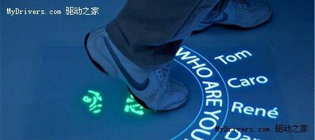 用脚控制的多点触摸地板
