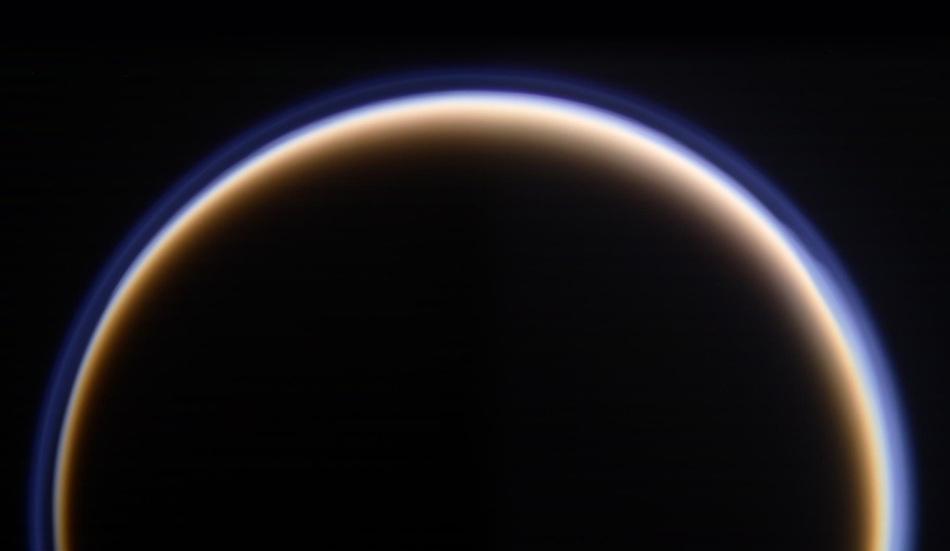 卡西尼号探测器拍摄最新土星高清照片