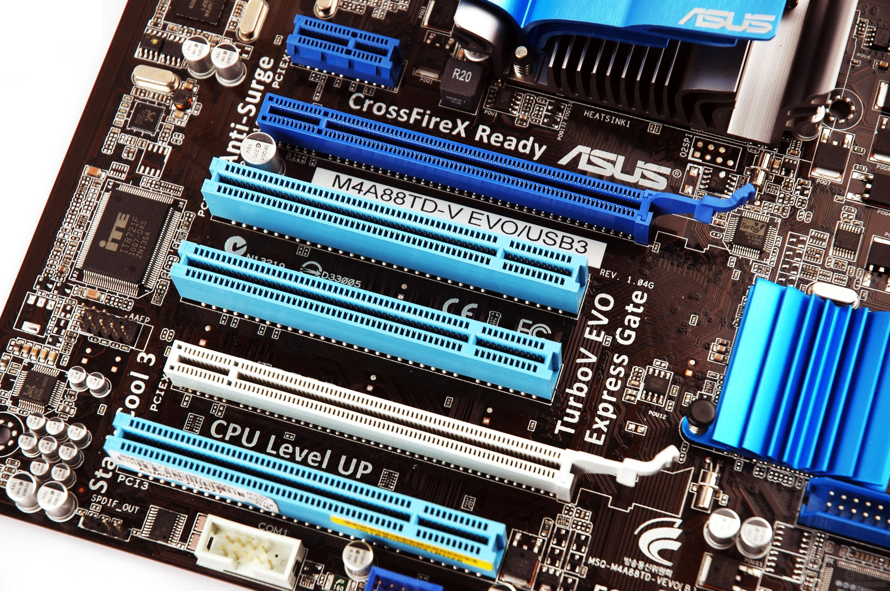 [产品赏析] 华硕M4A88TD-V EVO/USB3主板采用了标准ATX大板型设计,采用AMD 880G+SB850芯片组。AMD 880G芯片组支持高达5200MT/s的HyperTransport 3.0(HT 3.0)系统总线;还对AMD最新的AM3和即将推出的6核处理器进行优化,提供卓越的系统性能,而大板型所具有的扩展优势适合DIY用户选择。  主板供电部分采用了8+2相供电设计,用料也一直是华硕的强项,主板延续了巅峰设计的理念,全部采用了高品质的固态电容以及全封闭电感,让CPU供电更加稳定。