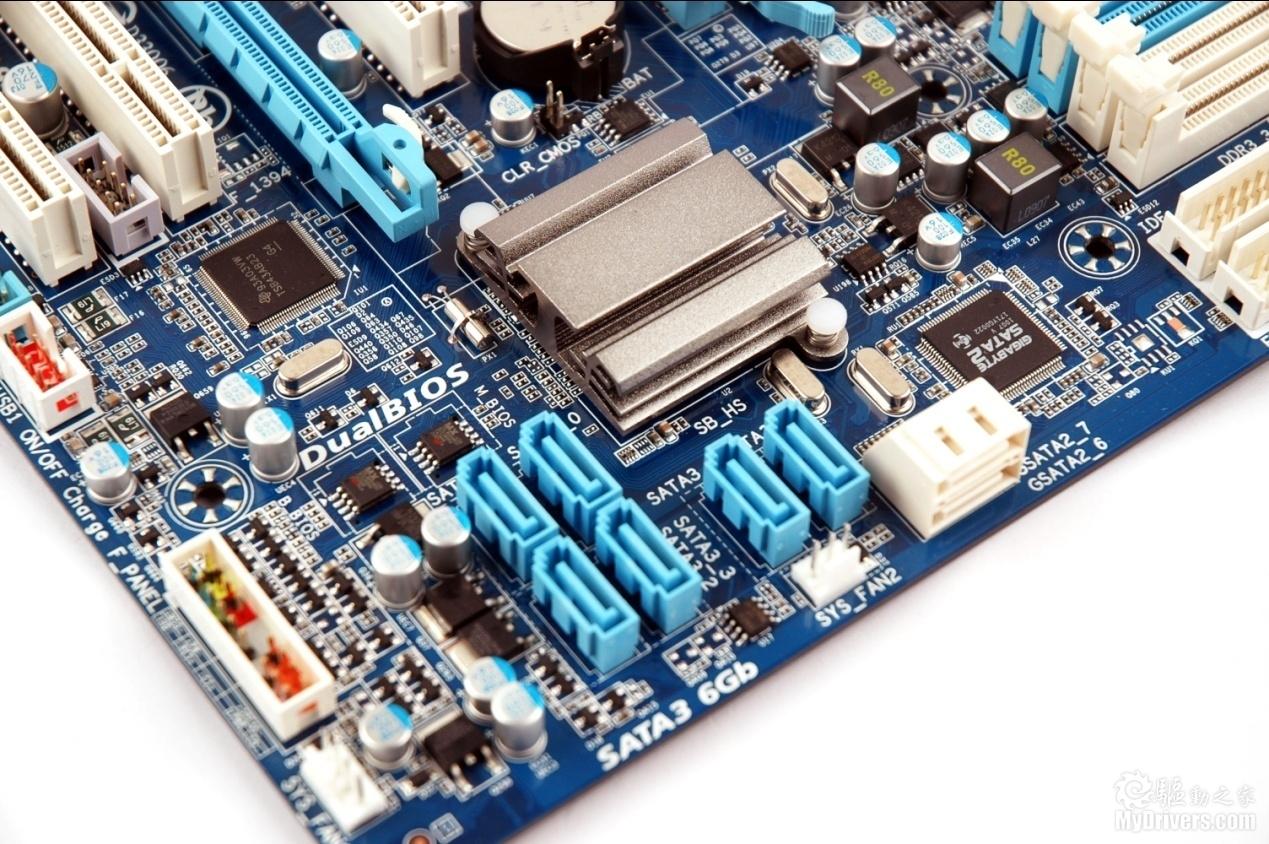 """[扩展及功能部分]  技嘉333技术由三个方面构成。 作为""""333天生极速""""系列的一员,来自NEC的SuperSpeed USB 3.0芯片提供了2个USB3.0接口(蓝色),传输速率达到5Gb/s,是USB2.0的10倍之多。  来自NEC的SuperSpeed USB 3.0芯片 SB850南桥提供的10个USB 2.0接口中,有6个直接提供于后部面板,另外4个则可通过插针扩展。这些USB接口都符合技嘉3倍动力设计,USB 2."""