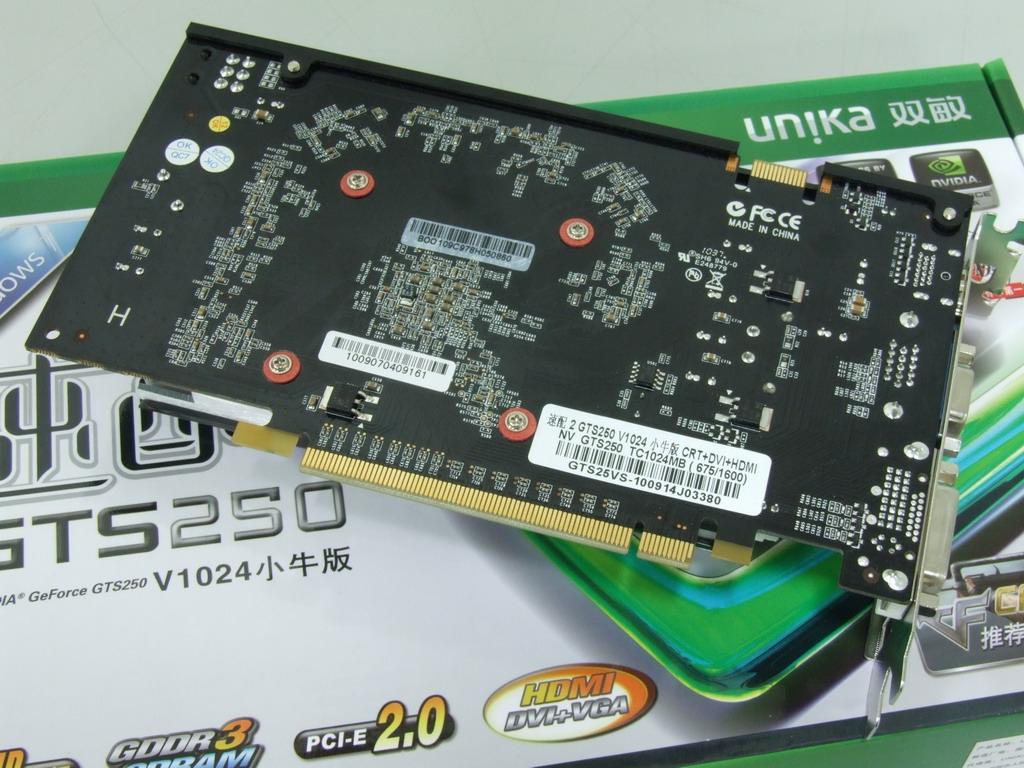 """G92芯片发布至今3年,性能依然强悍,主流级市场中,NVIDIA GTS250依然是最具关注度的产品。双敏速配2 GTS250 V1024小牛版,拥有128个流处理器和16个光栅处理器的全规格搭配,搭配1024M/128bit GDDR3有效显存,支持DirectX 10和Shader Model 4.0,在699~899这个价格段极具性价比。  此外,双敏则针对显卡散热,对主流的显卡产品推出超耐久的解决方案,所谓""""超耐久""""就是针对产品散热器在散热片材质结构、散热风扇、供电设计、质"""