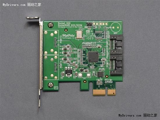 3TB硬盘不仅带来了海量存储空间,同时也因为软硬件平台支持的限制而造成了不少麻烦,64位LBA、GPT分区表、UEFI主板、64位操作系统等等都是必不可少的。 作为桌面级3TB硬盘的先行者,西部数据很贴心地随盘附送了一块HighPoint Rocket 620适配卡。将它插入主板的PCI-E x1插槽或者空闲的PCI-E x4/x8/x16插槽,再通过SATA数据线将其与硬盘连接起来,就能够正确地驱动64位LBA,而且可以帮助主板UEFI启动时正确引导硬盘。 这块SATA HBA适配卡基于Marvell