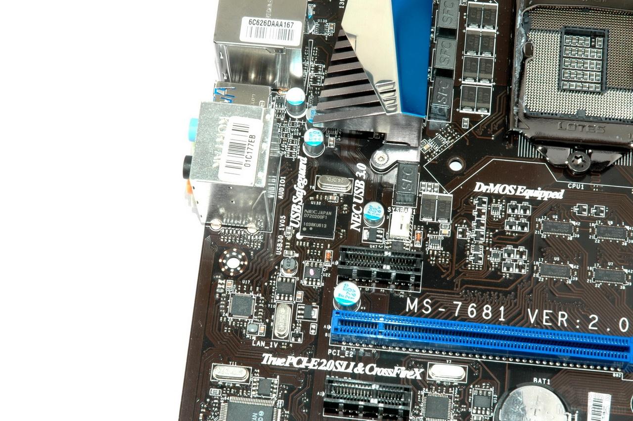 [外观赏析二]  扩展插槽部分包括PCI-Ex16 2个,支持单x16或双 x8模式,另外有PCI-Ex1 3个和两个PCI插槽满足用户对系统进行功能扩展的需要。  存储部分,可以看到一共有六个SATA接口,其中四个白色的是SATA 6Gbps接口。左侧提供了三个微动开关,其中包括电源键和重启键,最靠右侧的那个则是第二代超频精灵技术的开关,通过在关机状态下打开这个开关,用户可以实现即时超频,非常方便,不需要用户有任何超频知识。  内存部分提供四条DDR3内存插槽,最大支持32GB容量DDR3 1066/1