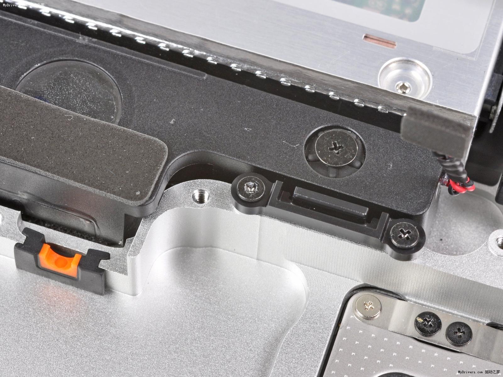 苹果/松下吸盘式8x SuperDrive DVD刻录光驱,型号UJ8A8,与上代...