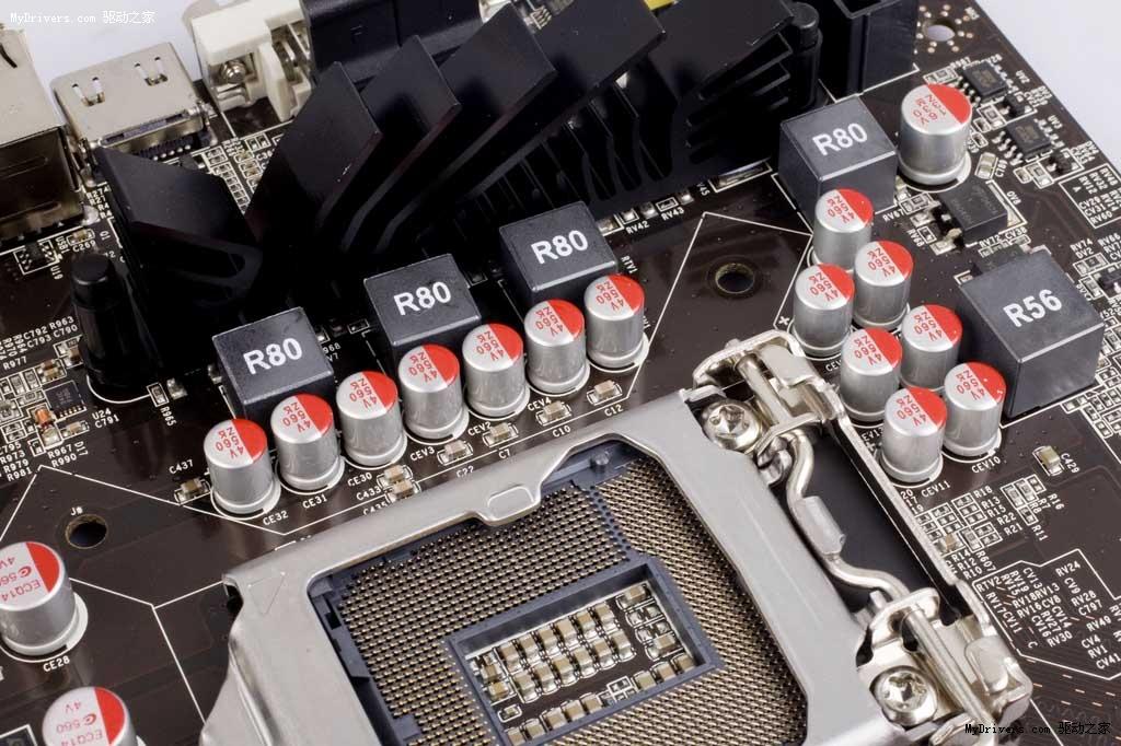 3月15号消息,七彩虹正式对外发布战斧子品牌主板,并有多款6系列战斧主板浮出水面。主板均采B3步进芯片及全固态电容方案,据官方介绍,战斧系列主力面向中端主流市场,价格更有竞争力,并且着重加强在品质方面建设。目前记者已经收到战斧C.H61 V21产品,上市价格为499元,刷新目前6系主板价格新低。  剔除堆料 强化品质 据官方发言人介绍,与战旗系列面向高端超频领域不同,战斧系列主板主要面向中端市场,价格将更有竞争力。他还强调战斧的另外一特色是剔除华而不实的堆料,并将这部分成本用于对产品品质的强化以及让利给消