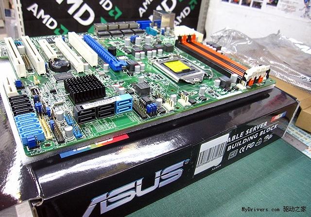 """基于Sandy Bridge架构的新款Xeon至强服务器与工作站处理器尚未正式发布,配套主板却已先行一步,来自华硕的一款新板子就已经出现在了零售市场上。 Sandy Bridge Xeon处理器产品线非常丰富,其中单路系列将命名为Xeon E3-1000系列,和桌面版在规格参数上几乎完全相同,也是LGA1155封装接口,配套单芯片组则是C202、C204,也都是B3新步进,平台代号""""Bromolow""""。 华硕目前一共准备了五款基于Intel C20x系列芯片组的单路主板,型号分别为"""