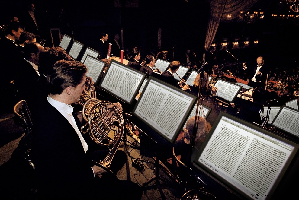 > 数字乐谱跃然纸外 英特尔让音乐更疯狂  各种版本的数字乐谱架和