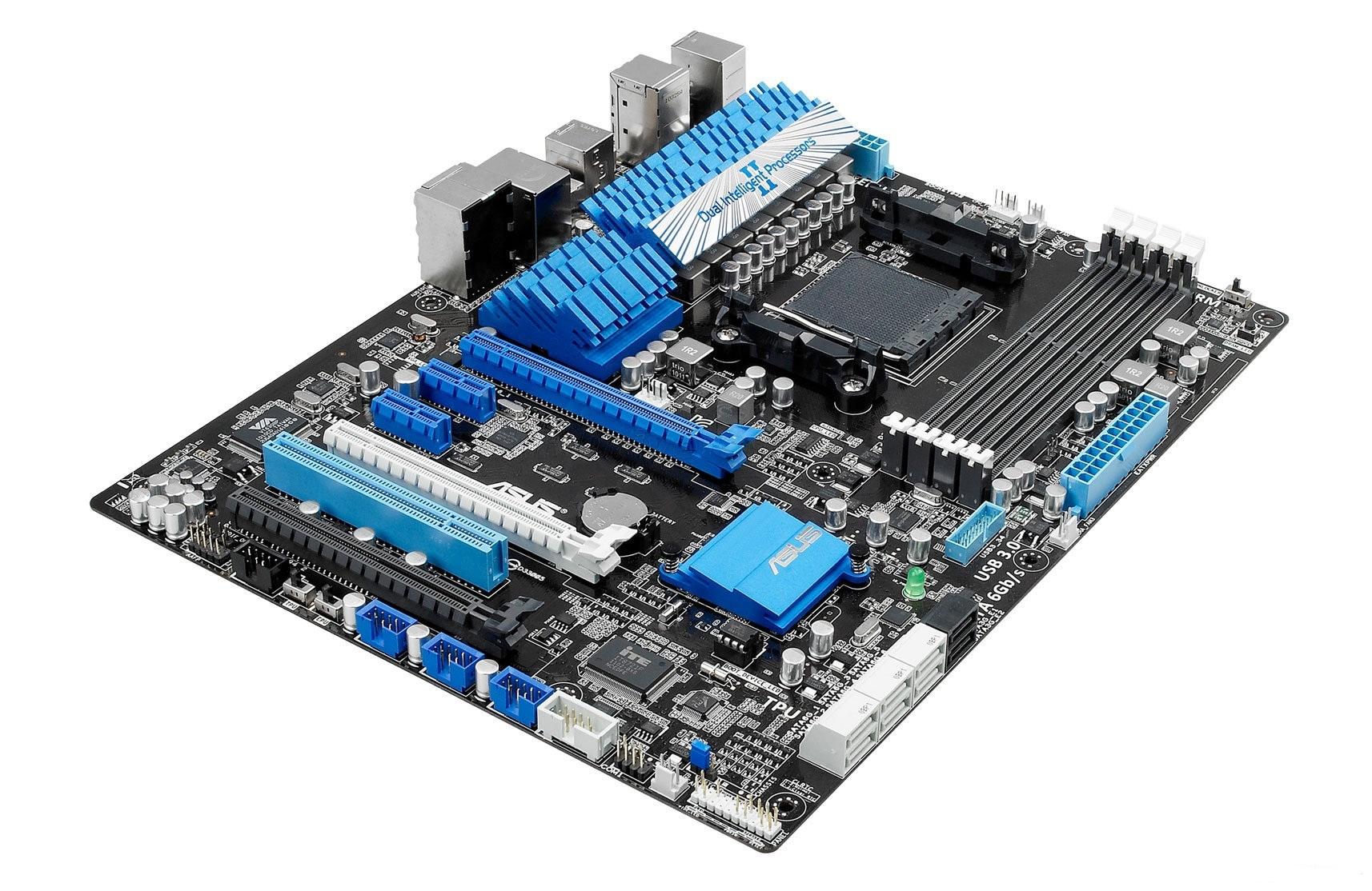 """今天网上曝光了华硕的一款AMD 990X芯片组主板,型号为""""M5A99X EVO"""",确认将会支持NVIDIA SLI技术。 该主板采用AMD 990X+SB950的芯片组组合,支持Socket AM3+ FX系列推土机架构处理器,使用6+2相的Digi+数字模拟混合供电,支持EPU节能技术、TPU超频技术,BIOS界面也使用了图形化的UEFI,另有六个SATA 6Gbps和至少两个USB 3."""
