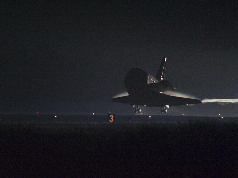 组图 奋进号航天飞机着陆结束谢幕之旅