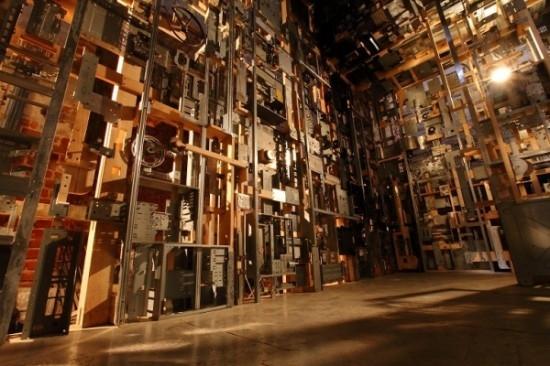 嘆為觀止:電子垃圾裝飾的房間