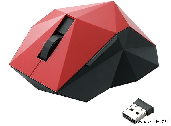 通常情况下鼠标设计师们为了让用户体验到更好的手感而绞尽脑汁,不过凡是都有例外,日本外设厂商Elecom宜丽客新发布的这款鼠标绝对不会让你有任何舒适的把持感觉。 这款名为Orime的鼠标产品据说设计灵感来自于日本传统折纸工艺,由日本著名的设计师nendo操刀。但不论噱头讲的多么足,对于这样的一款满是顶角的鼠标产品恐怕没有几个人会能坚持长期使用吧?这样的鼠标我想只适用于受虐狂以及狂热鼠标收集者。如果你实在有兴趣,那么可以去这里瞅瞅,价格不便宜——84美元。