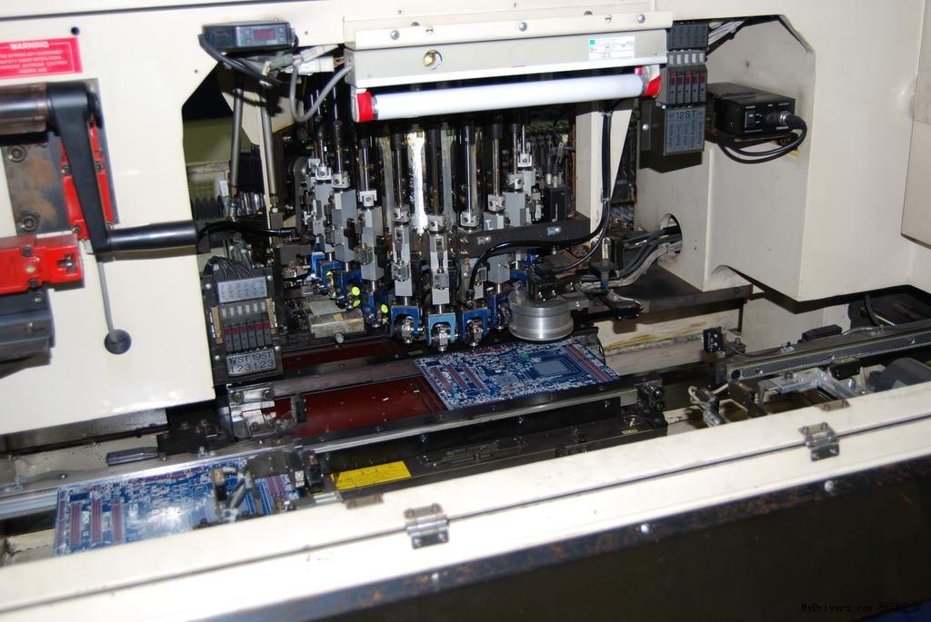 新闻中心 电脑办公 显卡  印锡膏机的工作原理类似于油印机,每一款pcb