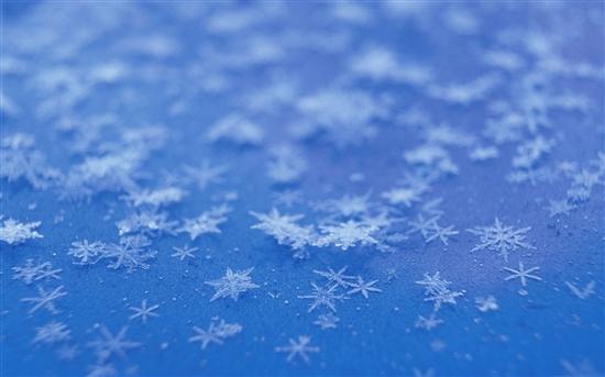 雪��/~���x+�x�&�7:d��_坠落凡间的精灵 windows 7官方主题之《雪霜》