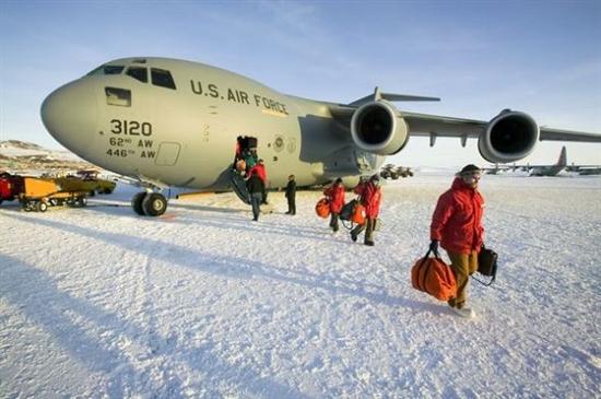 其中包括南极洲冰跑道,不丹帕罗机场,挪威斯瓦尔巴机场以及苏格兰巴拉