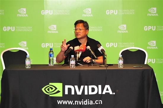 黄仁勋接受采访秀中文 称GPU无法TickTock