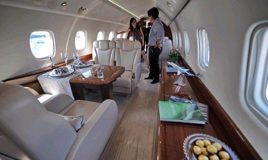 成龙2亿私人飞机内景曝光