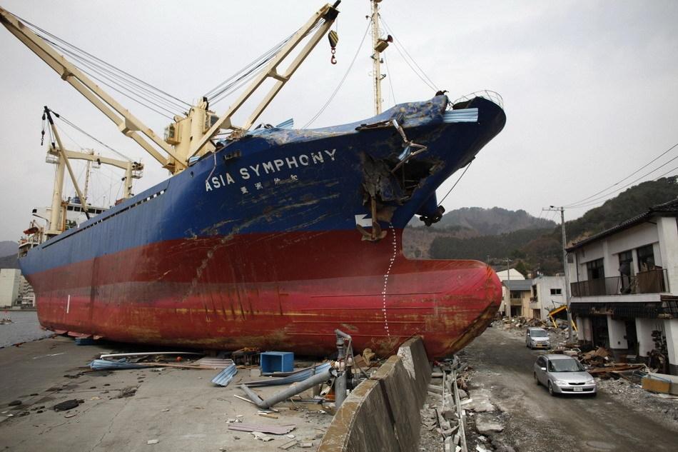 摄影师拍日本地震海啸灾区今昔对比照片