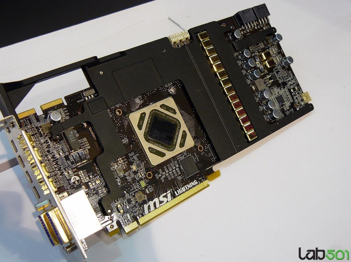 想必不少用户都对AMD公版Radeon HD 7970的用料颇有微词,尤其是在没有背板和频率稍为保守方面,那么微星的这款产品肯定能满足你:罗马尼亚超频团队lab501在CeBIT 2012展会开始之前曝光了这款YY度最高的非公版7970产品——R7970 Lightning。 微星R7970 Lightning采用军规三代用料,包括高品质电容与电感等,PCB也明显比公版产品大出一圈。为保证极限超频稳定性,供电配置也上升为数字模式14+2相。散热部分沿用了微星自家非公版产品常用的Tw