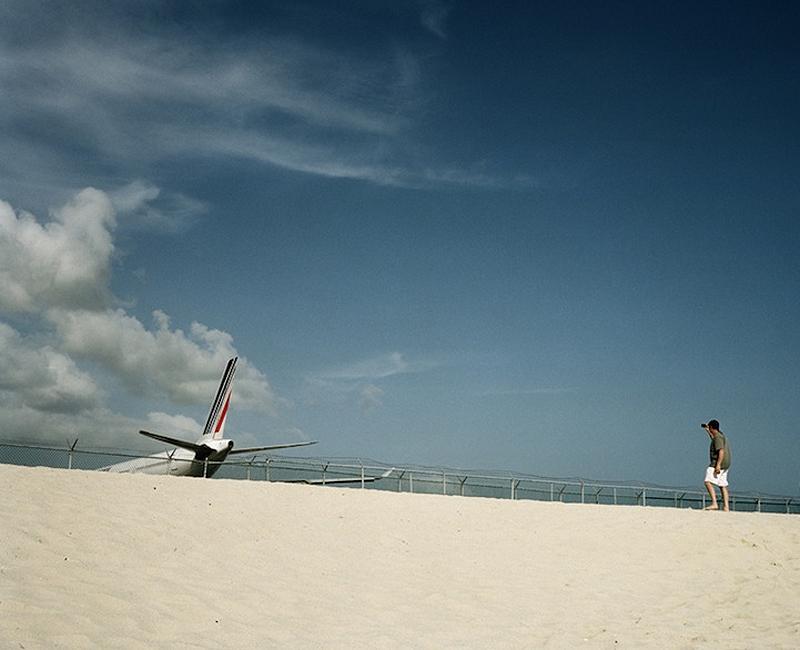 摄影师拍飞机距人18米高度降落奇景