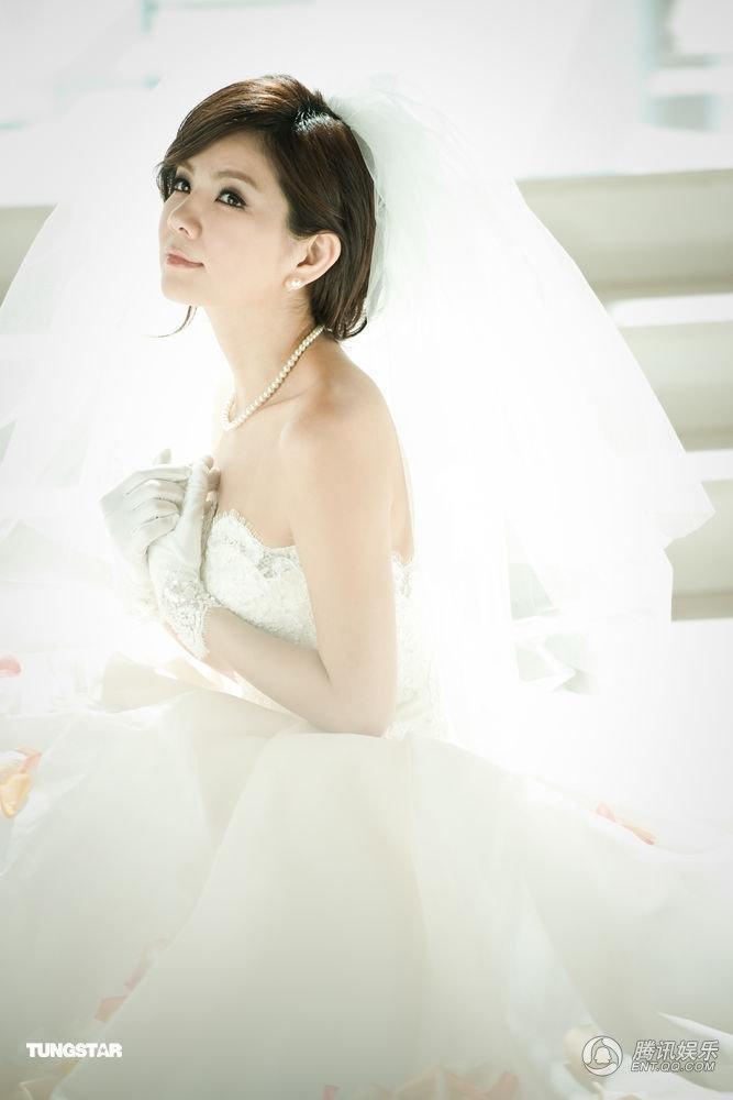 ella甜蜜婚纱照公开