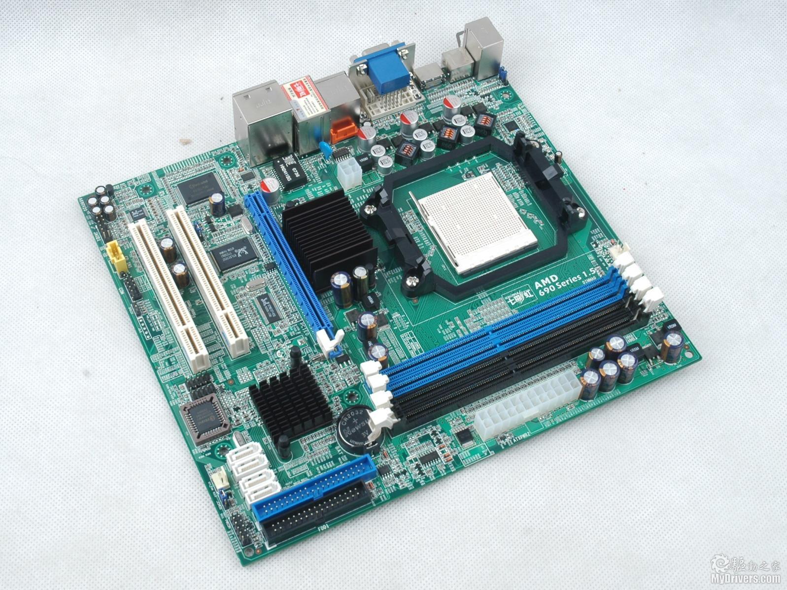 [七彩虹 C.A69G HDT赏析一] 690G芯片组上市很长一段时间了,现在690G主板的价格普遍已经到达499元的超低价位。七彩虹 C.A69G HDT作为采用690G芯片组的一名新兵,在499元的价位上提供了VGA+DVI+HDMI全显示接口,为那些希望组建HDPC的用户提供了一个不错的选择。  七彩虹 C.A69G HDT主板采用采用了 Mirco-ATX 的设计,北桥芯片为AMD 690G 芯片,南桥芯片则采用SB600。支持 AMD AM2 架构全系列处理器,最高前端总线为 1000MHz 。