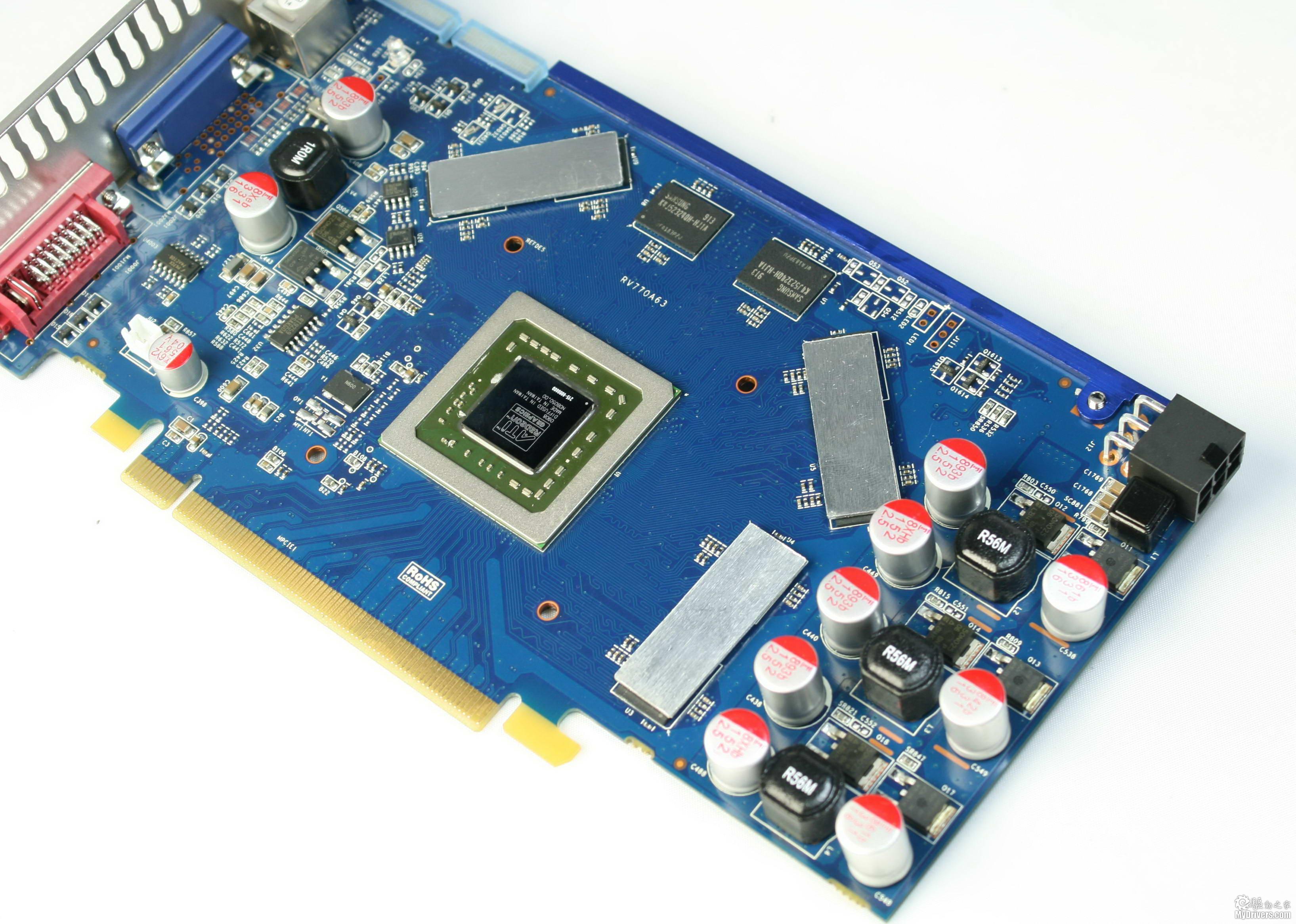 [2.昂达HD 4850神戈版赏析]  显卡全貌 昂达HD 4850采用了蓝色非公版设计,外观看起来很清爽,金黄色的散热器也是一大亮点。  黄金翼散热器 这款显卡使用的是昂达的黄金翼散热器,一体化涡轮设计配合3800转的8cm大风扇和密集的铝制散热鳍片可将显卡核心产生的热量快速排出,散热能力很不错。  RV770核心 显卡所用的RV770核心无论是性能还是功耗都经历了一年多的考验,如今的性价比非常高。RV770支持最新的DX10.