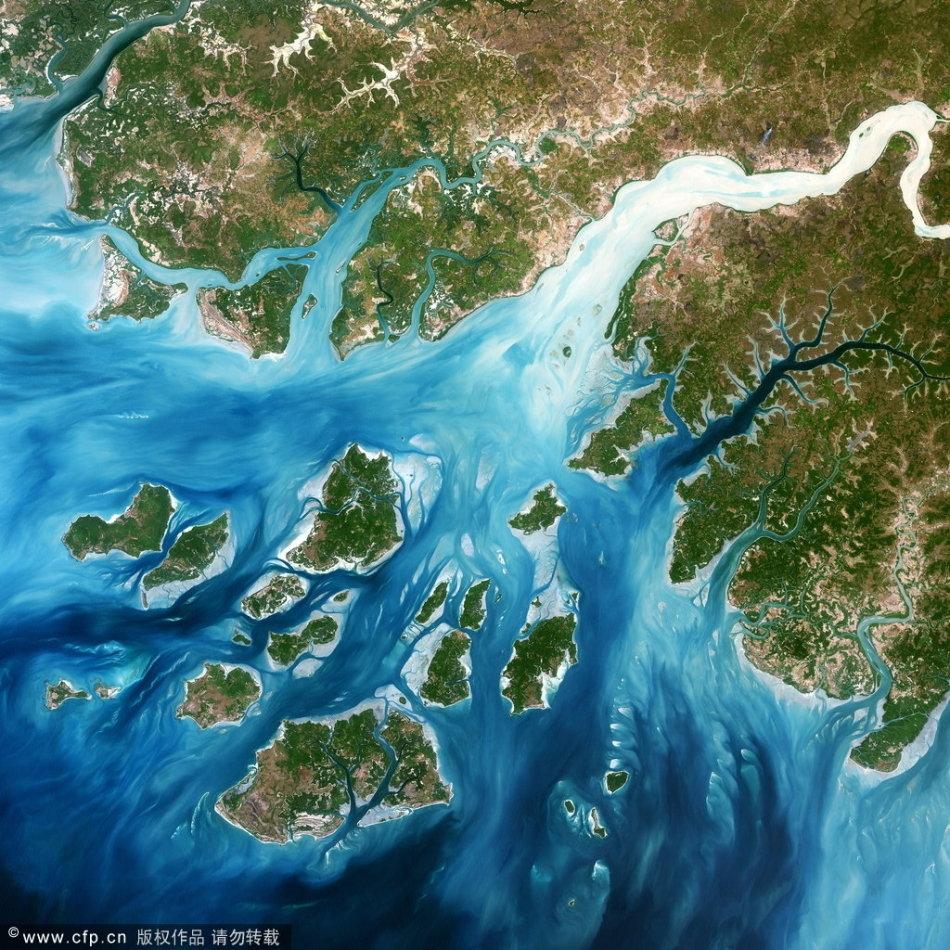 太空鸟瞰地球河流三角洲壮丽地貌
