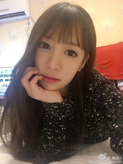 """熊猫女主播晒素颜照 网友赞""""电竞迪丽热巴"""""""