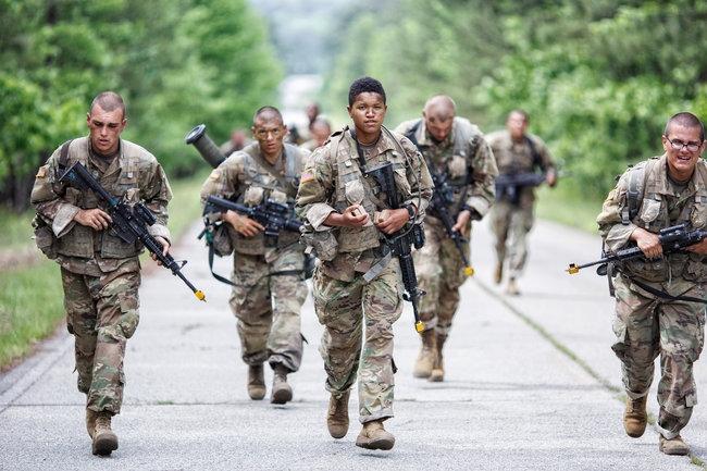 美国政府直到2013年才考虑向女性开放所有战斗岗位,美国陆军首批按男
