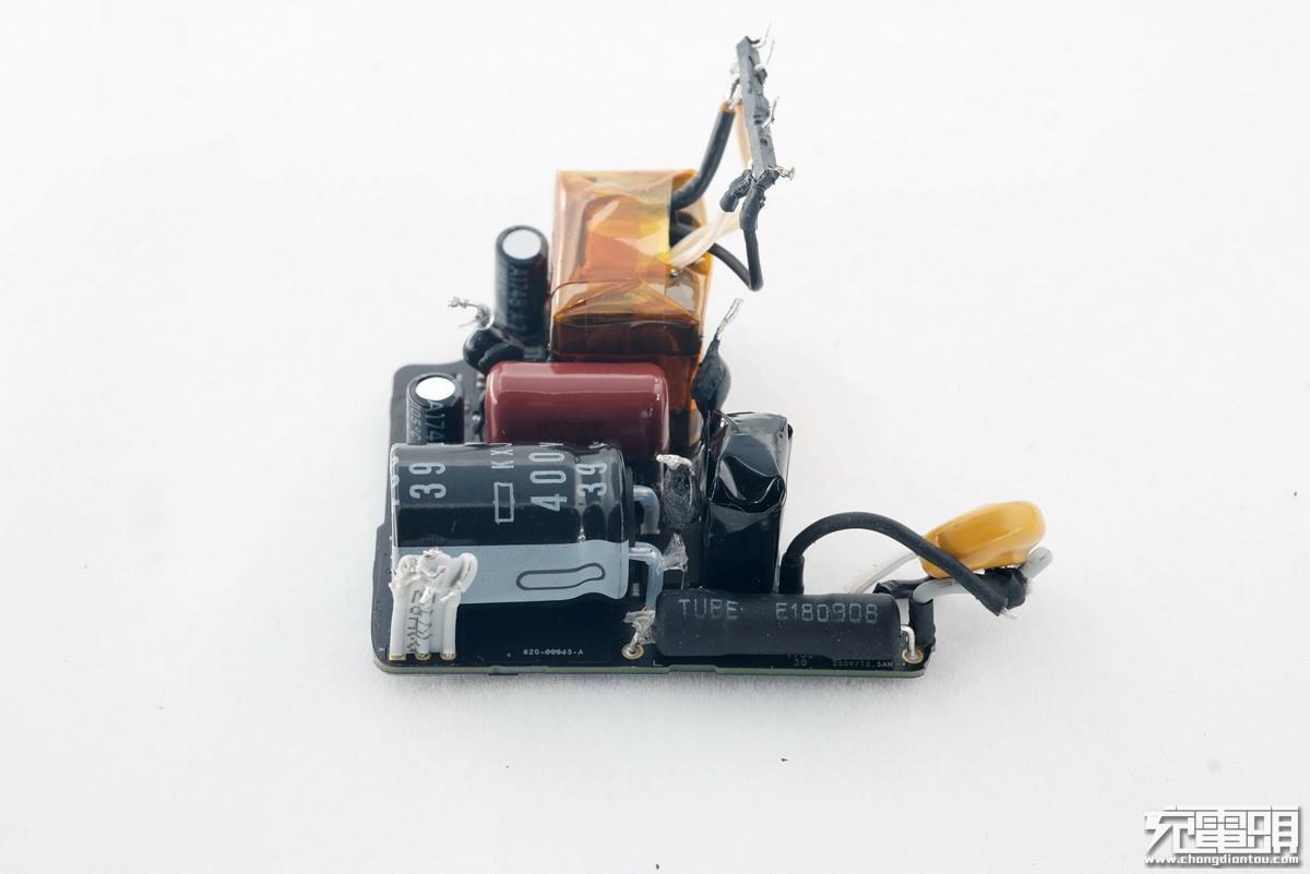 新闻中心 > 文章索引  保险丝,电容一侧还有一条排线连接到输出电路板