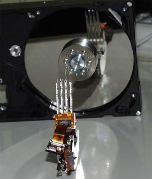 控制电路 硬盘的控制电路位于硬盘背面